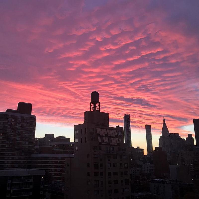 A #nofilter view of #dusk outside my window. #murrayhill #kipsbay #nyc